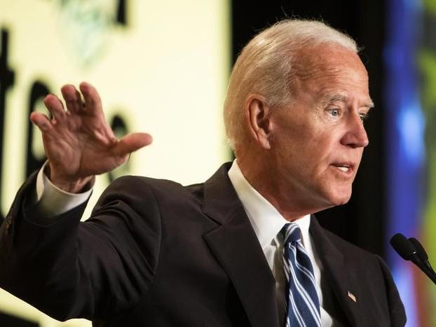 Biden: 'il mondo ride di Trump'