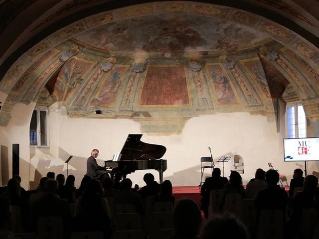 Potenza Picena, Stàlteri inaugura il Mugellini Festival ripercorrendo la sua carriera