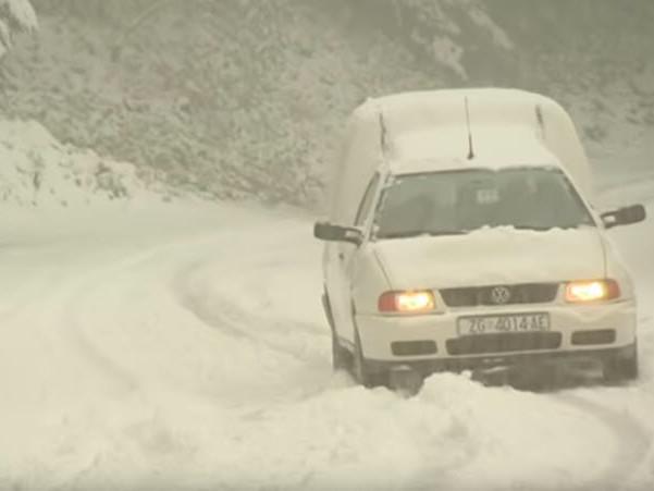 Video meteo delle tormente di neve di oggi Corsica, Croazia sino a 40 cm