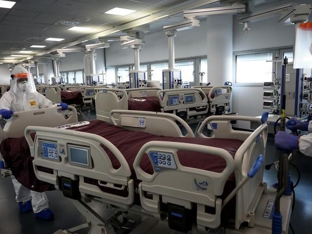 I medici impegnati contro il virus rischiano l'esaurimento