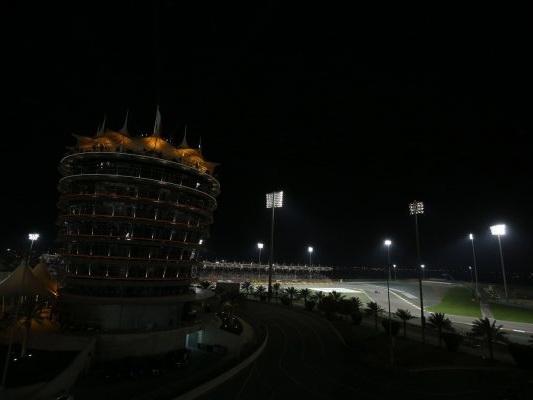 F1, Pirelli sceglie uno step più morbido per la doppietta di Sakhir, uno degli asfalti più abrasivi del calendario