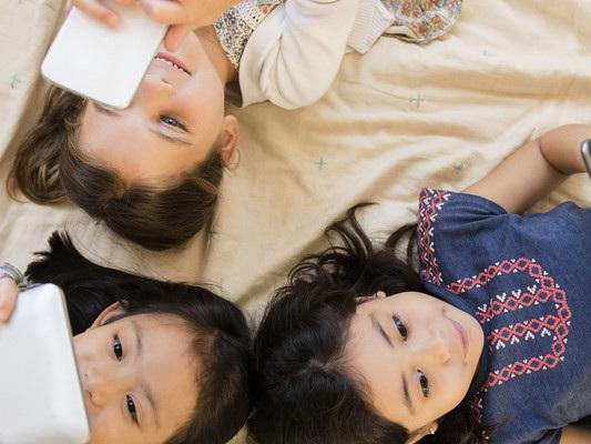 Quando e come è indicato dare il cellulare ai bambini: 7 regole