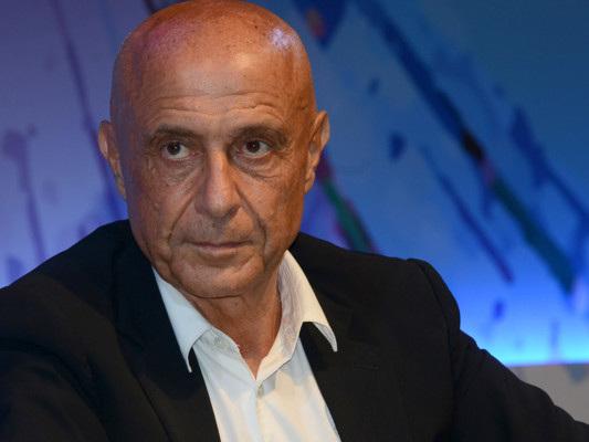 """""""È il momento di svuotare i centri di accoglienza libici"""", dice Minniti"""