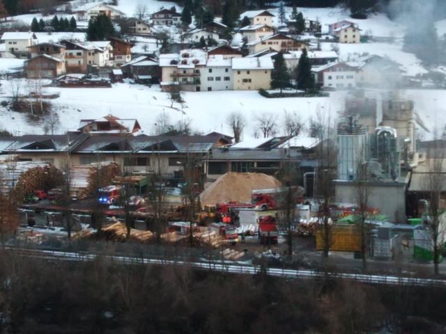 Esplosione e silos in fiamme a Ziano in una segheria della Magnifica Comunità