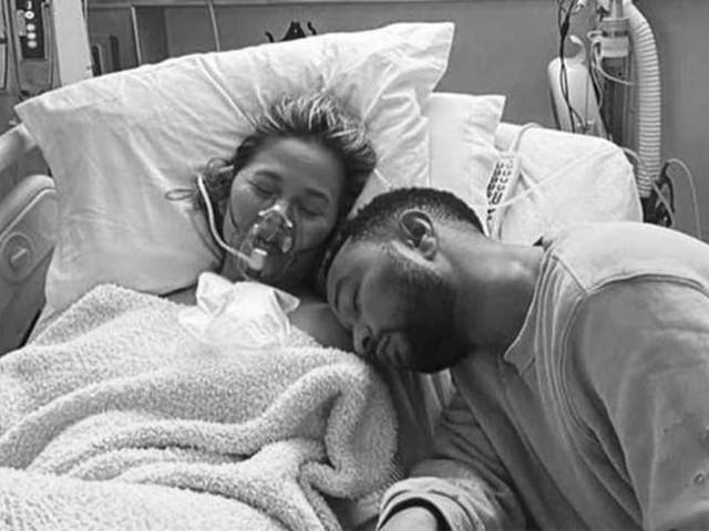 Chrissy Teigen e John Legend hanno perso il loro terzo figlio: «Un dolore mai provato prima»