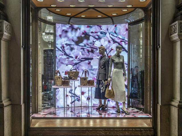 Blossom: ancora un progetto di Thomas Demand per le vetrine dei negozi Prada