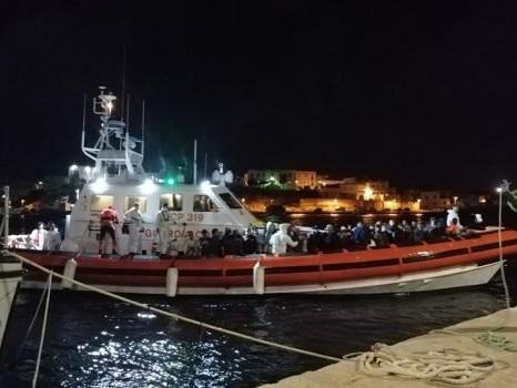 Naufragio di Lampedusa, trovati altri 12 corpi: anche un neonato con la madre