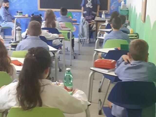 A scuola con mascherine e gel anti Covid | Convocazioni supplenti: le cattedre disponibili
