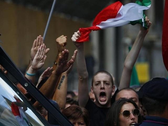 Ecco perché gli italiani invocano l'uomo forte (c'entrano i gusti di Salvini e Di Maio)