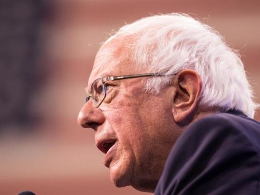 """Le donazioni """"ipocrite"""" delle big tech per l'emergenza casa. Le accuse di Sanders"""