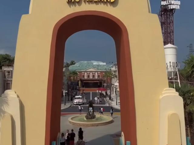 Il trenino di Movieland si ribalta: sette i feriti