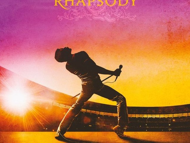 Queen: in un video l'impressionante somiglianza tra la performance di Freddie Mercury al Live Aid e quella di Rami Malek in 'Bohemian Rhapsody'