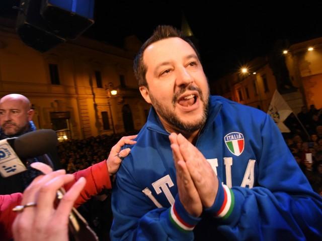 """Salvini punge i vegani: """"Mi piace la porchetta"""""""
