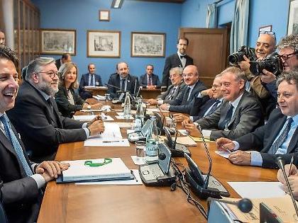 """Giuseppe Conte al Copasir, la vera """"lettura"""": """"Ha difeso Renzi e Gentiloni"""", il retroscena politico"""