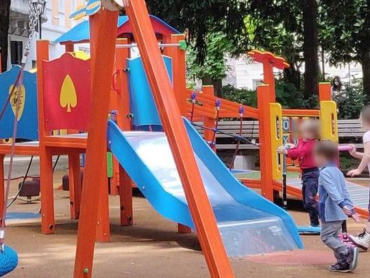 A Trieste il Comune chiude le aree gioco, genitori in rivolta: «Una follia ingiusta»