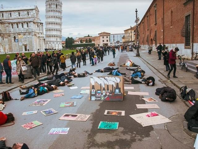 Fridays For Future in Piazza Duomo a Pisa per gli incendi in Australia