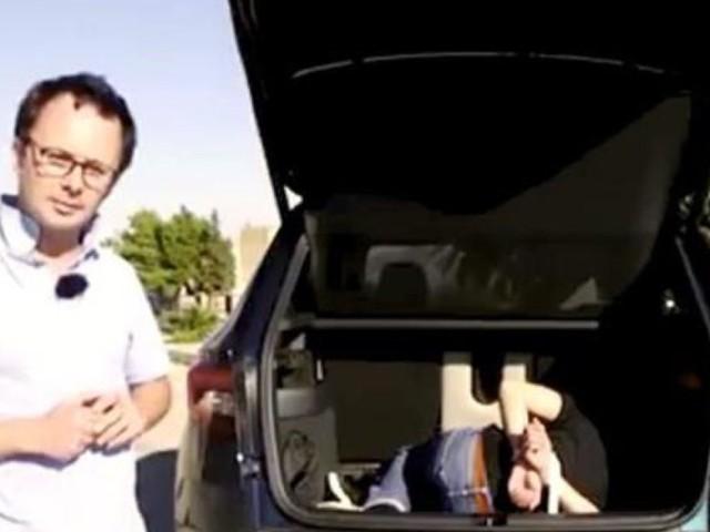 Nel bagagliaio dell'auto c'era un uomo incaprettato: la gaffe in un video girato in Sicilia di una rivista francese, che poi si scusa