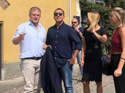 Luigi Di Maio sbigottito: incontra Carlo Fidanza e... reazione da ridere. Vade retro elezioni