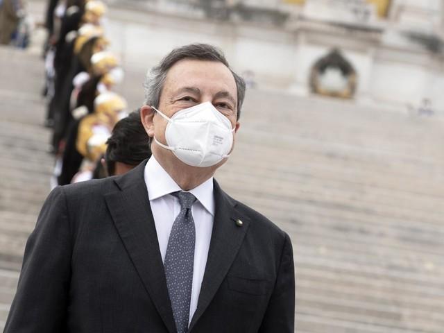 """""""Mario Draghi pensa alle dimissioni"""" La bomba che scuote politica e mercati"""
