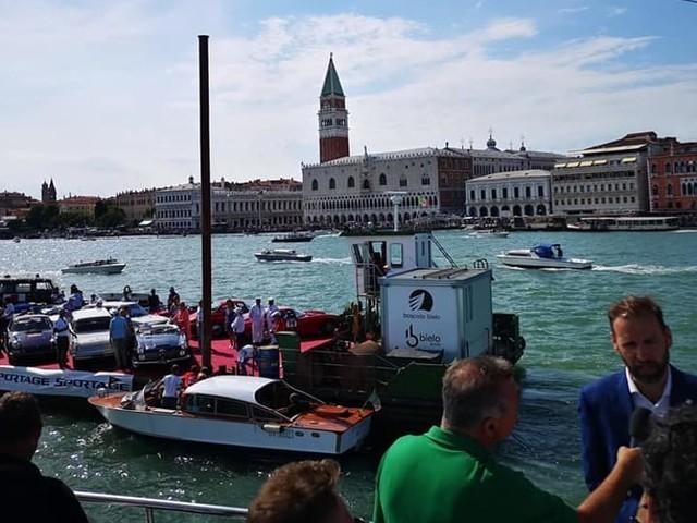 Auto d'epoca a Venezia: ecco lo spettacolo dell'Historic Car Venice in Laguna