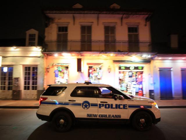 Spari nella notte a New Orleans, un morto e otto feriti