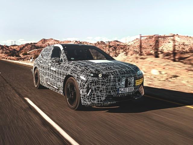 BMW iNEXT si fa fotografare durante i test nel deserto | Immagini