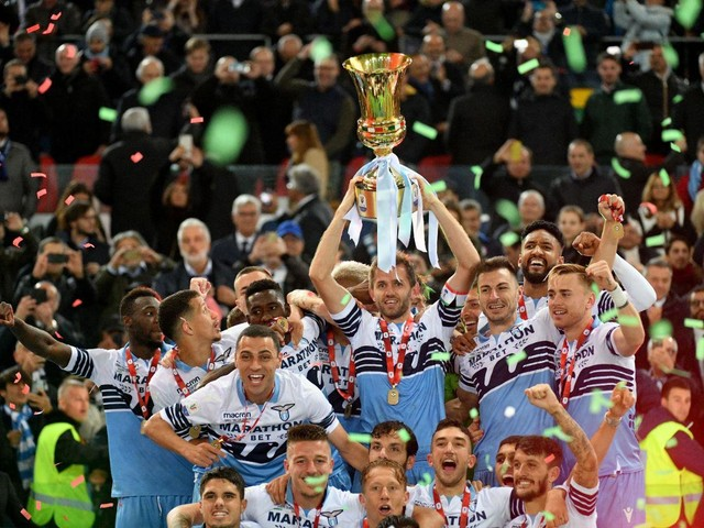 Lazio, squadra davanti al video della finale di Coppa Italia
