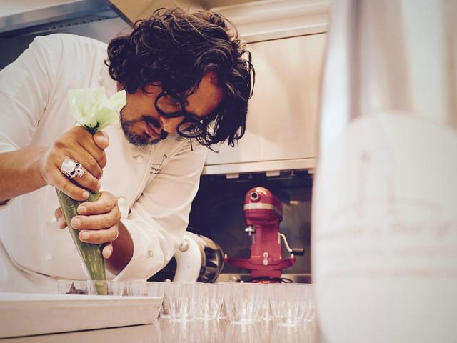 """Alessandro Borghese: """"I giovani non vogliono più fare gli chef, faccio fatica a trovare personale in cucina e in sala"""""""