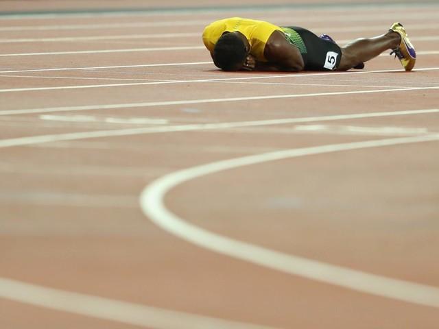 Bolt, finale di carriera drammatico: si infortuna e crolla in pista