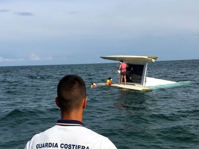 Sorpresi in mare aperto dal peggioramento meteo: paura anche per tre bimbi