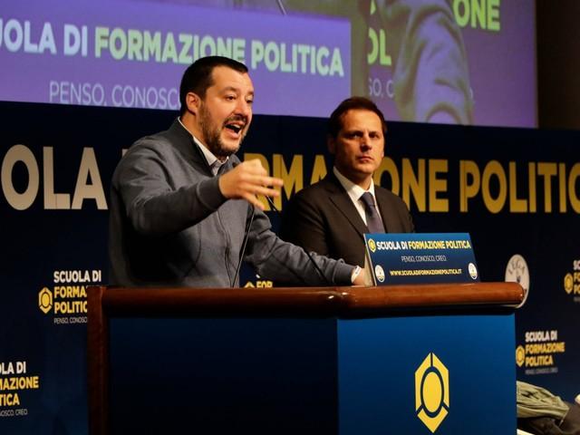 """Il M5S accusa: """"Salvini ha voluto la crisi per coprire Siri"""""""
