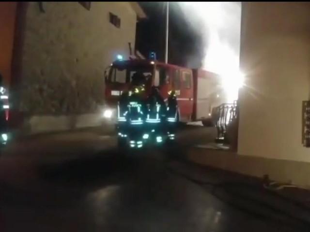 Padova, indiano accoltellato e dato alle fiamme, paura nel residence