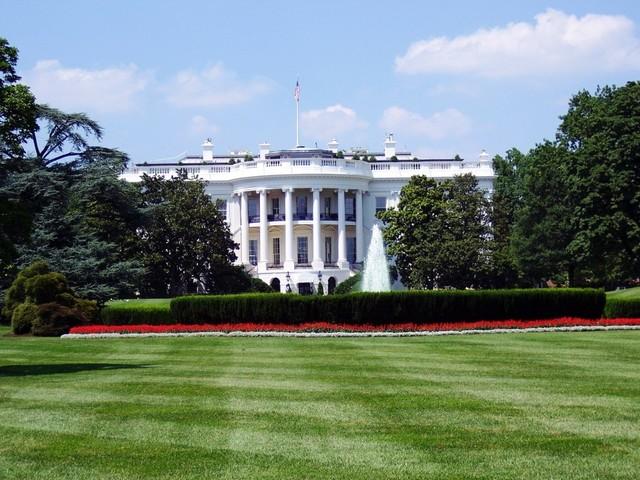 Emissioni Usa - La Casa Bianca presenta la riforma: più che dimezzati gli obiettivi dell'era Obama