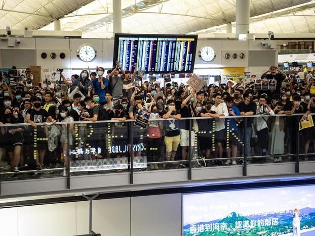 Hong Kong: ripresi i voli all'aeroporto