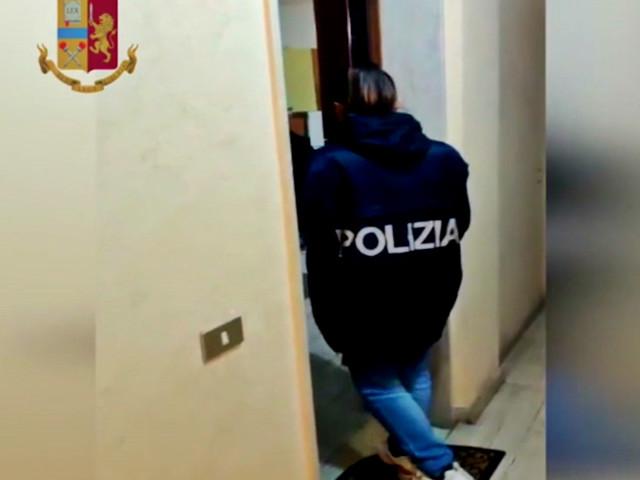 Reddito di cittadinanza con documenti falsi, ma non sanno parlare italiano: denunciati a Milano 50 percettori abusivi – Video