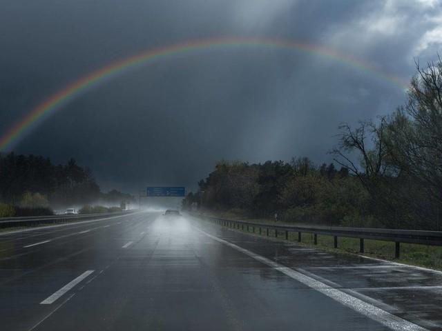 Meteo e traffico in autostrada: forti temporali al Sud, incidente sulla A1