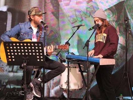 I duetti di Jovanotti e Francesca Michielin al Jova Pop Shop, da Vulcano rap all'emozione in Mi Fido di Te e L'amore esiste (video)
