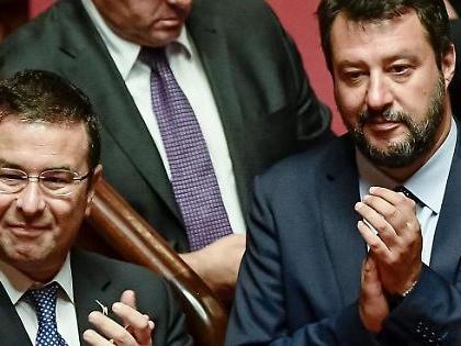 """Matteo Salvini, partita la campagna acquisti. """"Perché no?"""". Un terremoto in parlamento, frana Conte"""