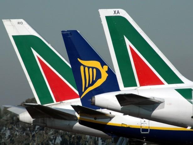 Sciopero degli aerei venerdì 15 dicembre, Alitalia cancella 77 voli