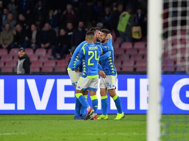 Il Napoli batte 3-1 la Stella Rossa: qualificazione a un passo