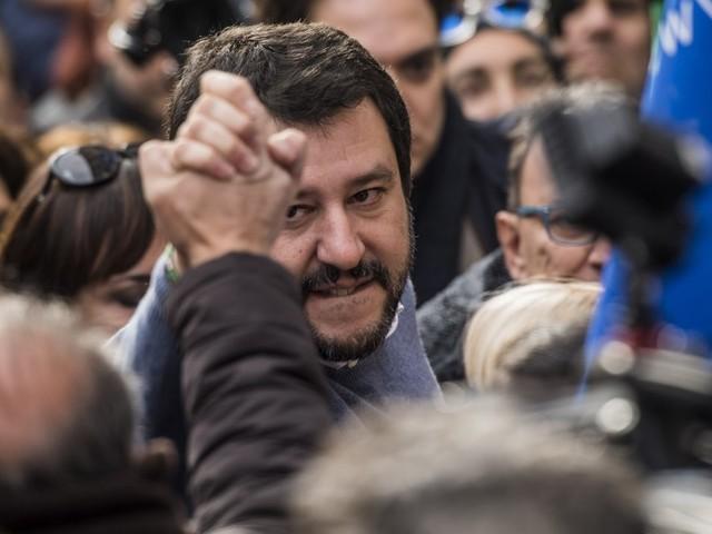 """Matteo Salvini: """"Galera per gli evasori"""". Dopo la flat tax, il leader della Lega lancia la linea dura contro chi non paga le tasse"""