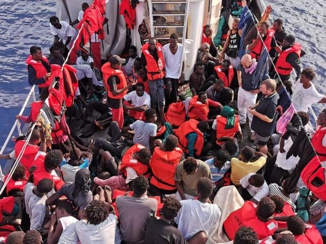 Emergenza migranti, Ong Lifeline comunica la forzatura del blocco da parte della Eleonore