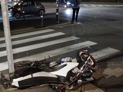 Schianto in via San Giorgio, feriti 2 giovani «Salvi grazie a chi ha chiamato i soccorsi»