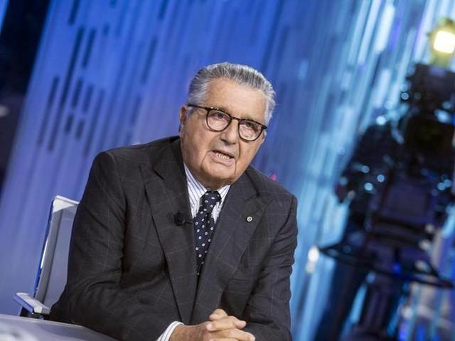 De Benedetti in tv: «Renzi ha deluso. Scalfari ingrato» L'attacco dell'Ingegnere-Video