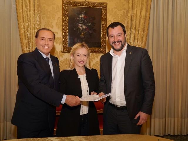 Silvio, Matteo e Giorgia. Il pranzo che inquieta i 5S
