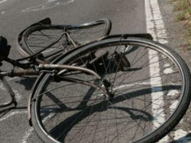 Investito da auto, muore ciclista a Roma
