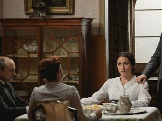 Una Vita, trame spagnole: Lolita litiga con i Palacios per la scelta del nome del figlio