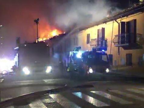 Incendio a Grugliasco, case inagibili per sei famiglie in via La Salle