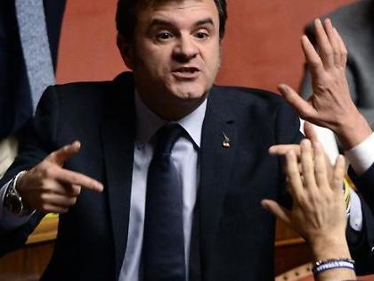"""Mes, Centinaio contro i senatori del Pd: """"Ciao sardine!"""", """"Sei un cog***"""", in Aula volano insulti"""