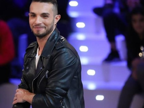 Furto di 6 magliette da 1.200 euro alla Rinascente: arrestato a Milano il cantante Marco Carta